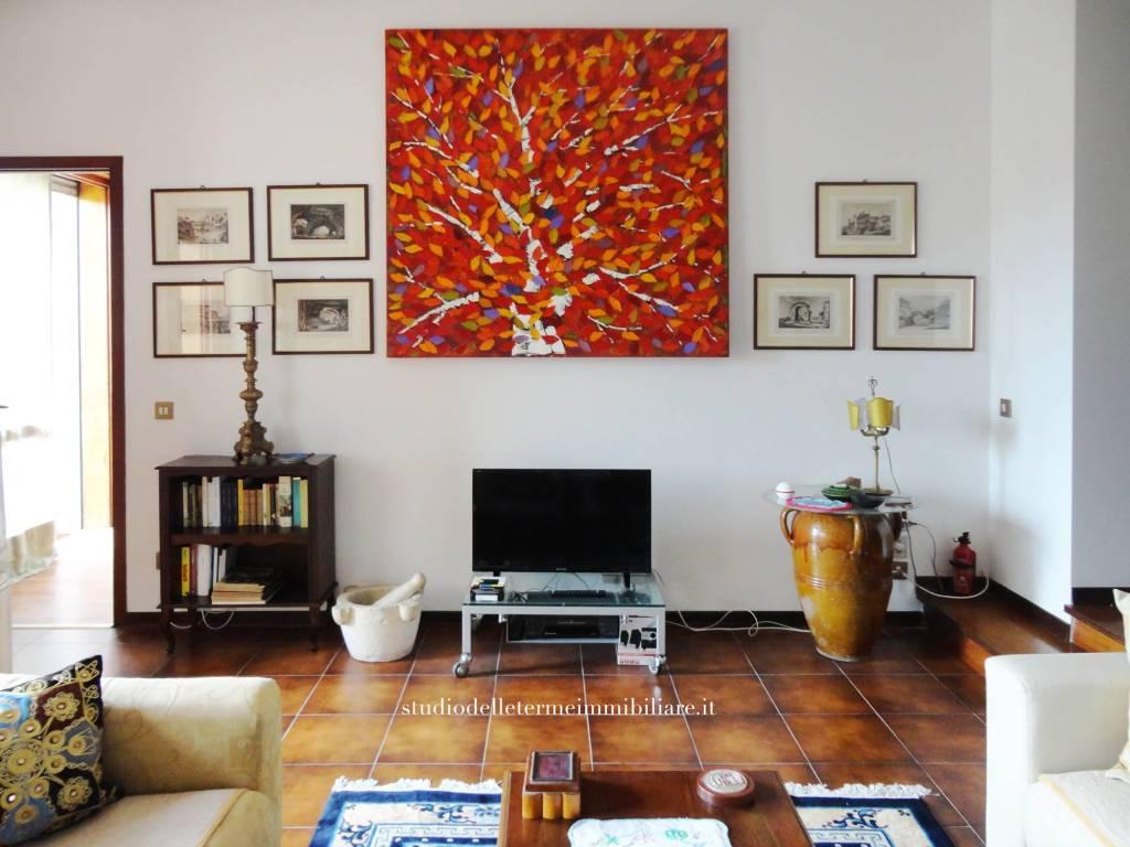 Appartamento in ottime condizioni parzialmente arredato in vendita Rif. 8214317