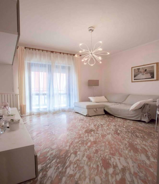 Appartamento in ottime condizioni in vendita Rif. 8214387