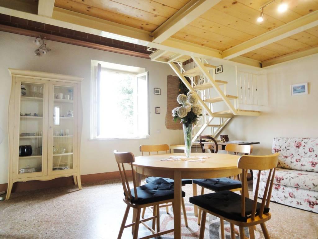 Appartamento in ottime condizioni arredato in affitto Rif. 8228346