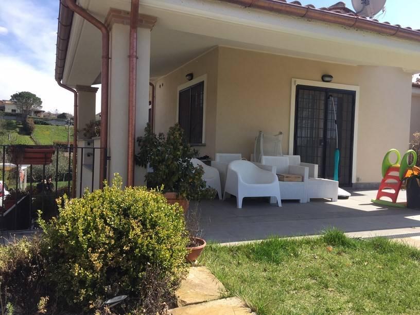 Villa in ottime condizioni parzialmente arredato in vendita Rif. 8212325