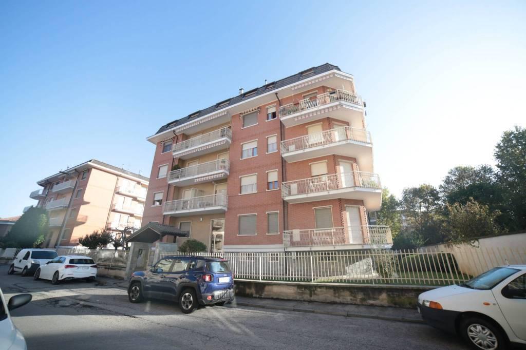 Appartamento in buone condizioni in affitto Rif. 8215463