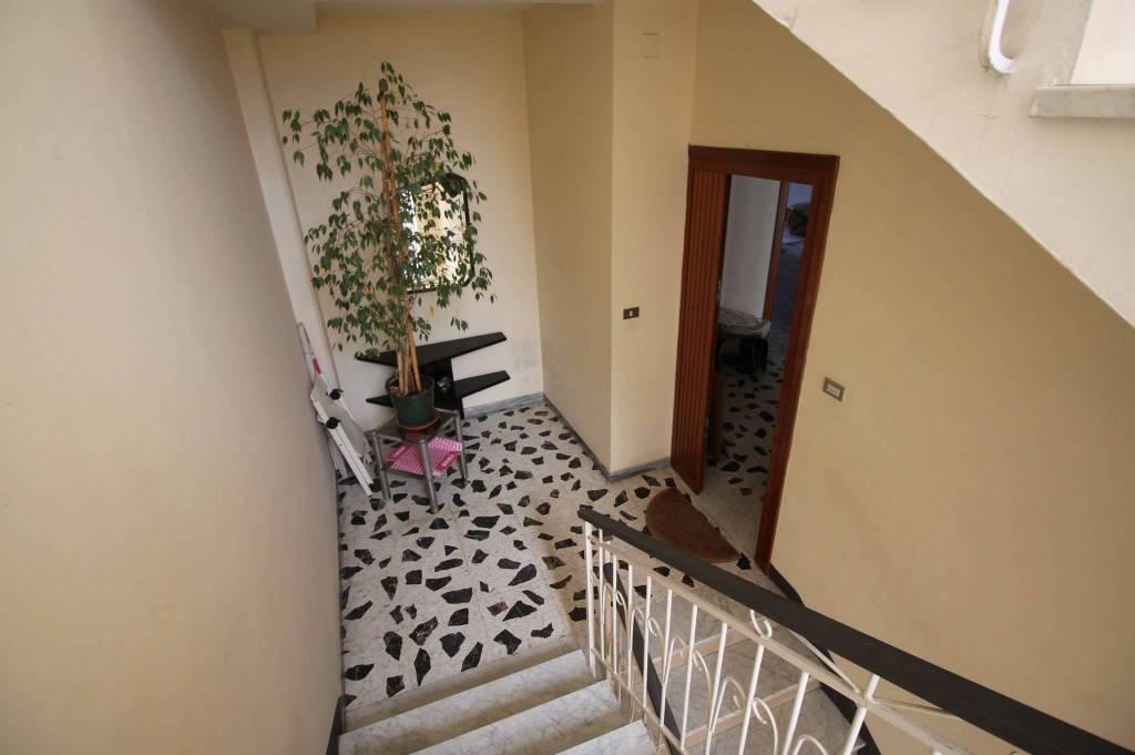 Appartamento in buone condizioni in affitto Rif. 8214738