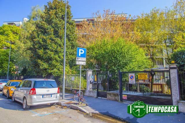 Appartamento in vendita 3 vani 115 mq.  via Pergine 10 Milano