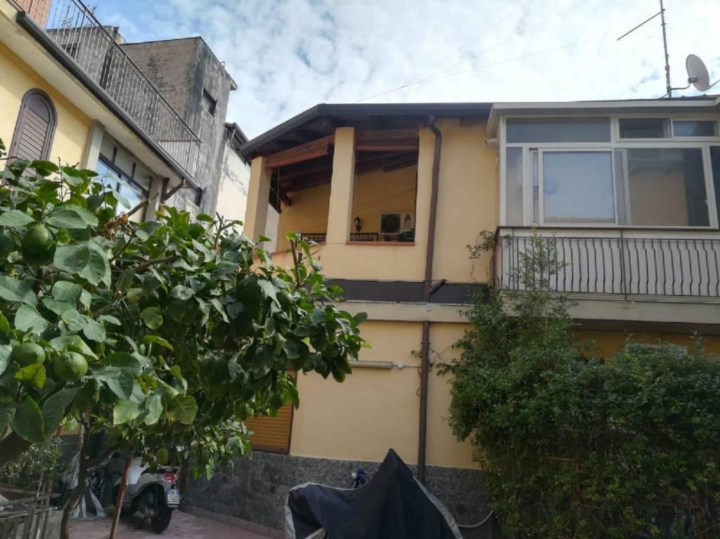 Appartamento in piccola palazzina di tre vani Catania Centro