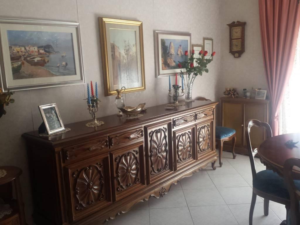 Appartamento in buone condizioni in vendita Rif. 8215549
