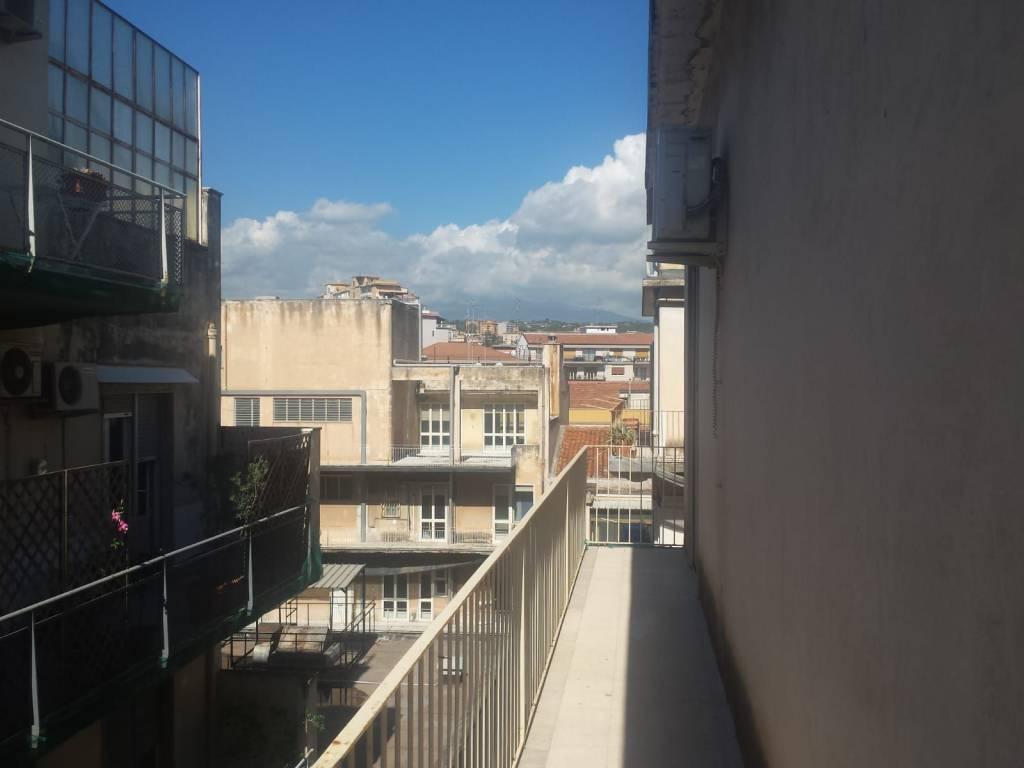 Appartamento in buone condizioni in affitto Rif. 8215551