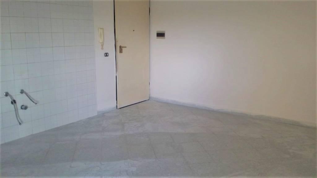 Appartamento in buone condizioni in affitto Rif. 8215451