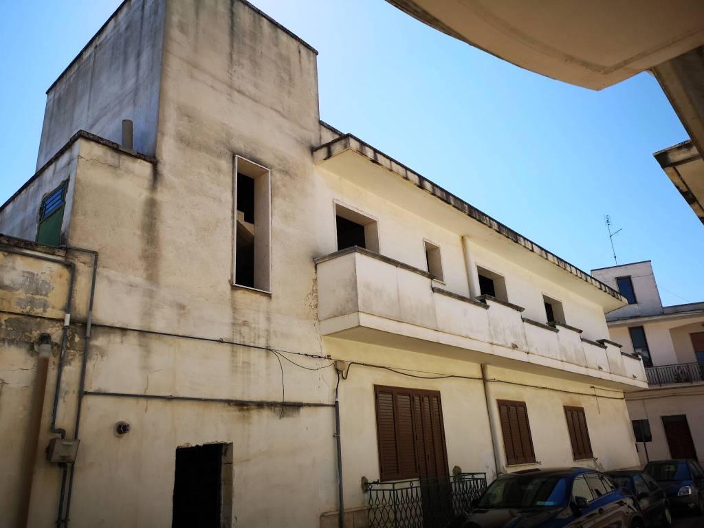 Appartamento in vendita a Salice Salentino, 5 locali, Trattative riservate | CambioCasa.it