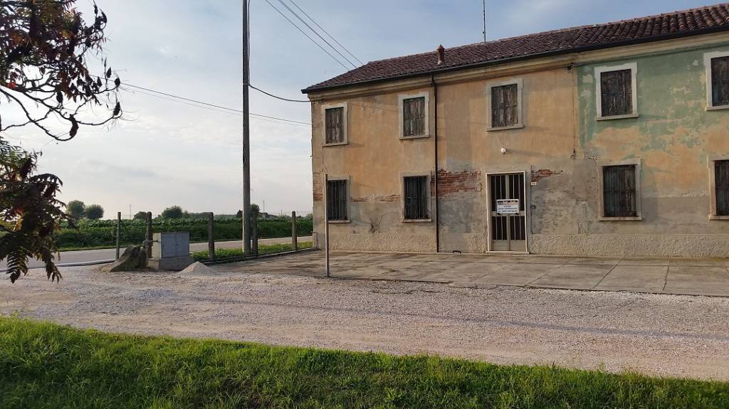 Villa a Schiera in vendita a Gazzo Veronese, 6 locali, prezzo € 34.000 | CambioCasa.it