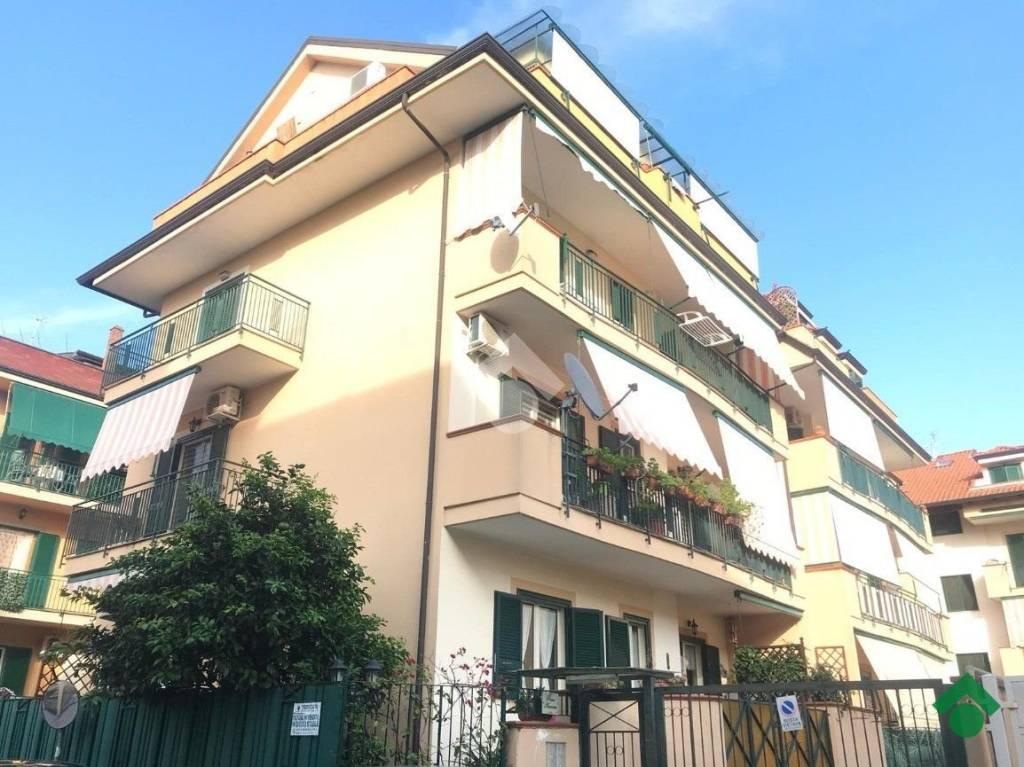 Appartamento in buone condizioni in vendita Rif. 9226288