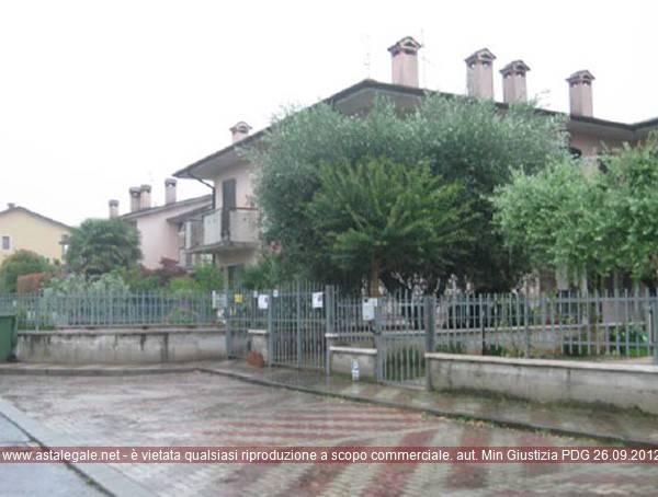 Appartamento in buone condizioni in vendita Rif. 8222148