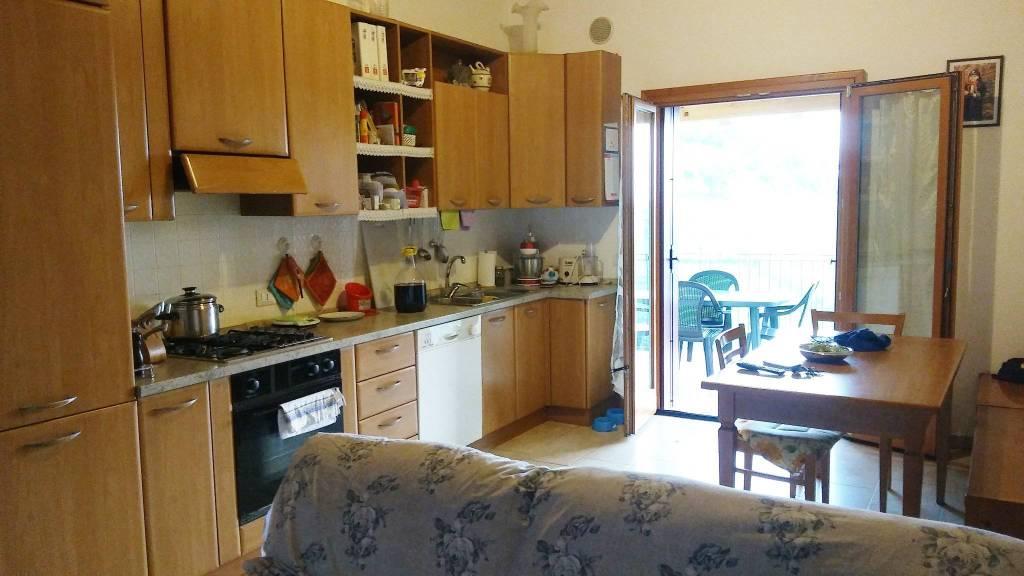Appartamento in ottime condizioni in affitto Rif. 8227132