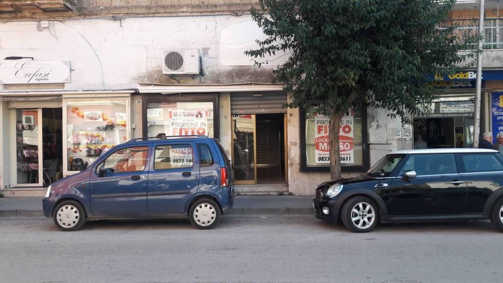 Locale commerciale o uso studio nel cuore di Via Napoli