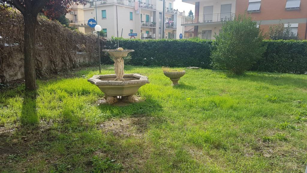Appartamento ampia metratura posto auto con giardino