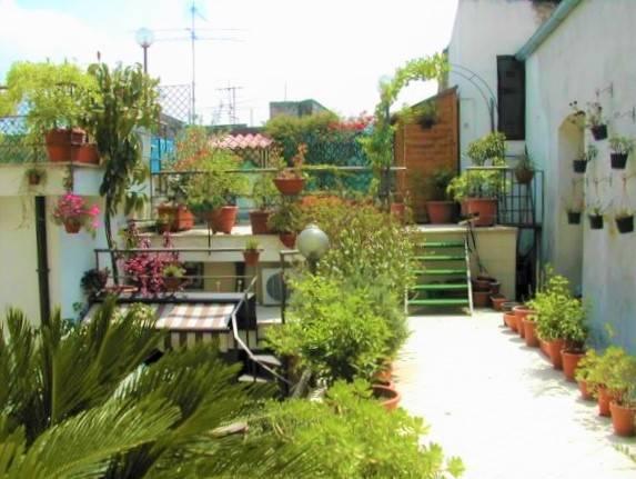 Appartamento in buone condizioni in vendita Rif. 8227266