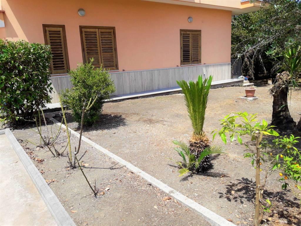 Appartamento in ottime condizioni in vendita Rif. 8227267