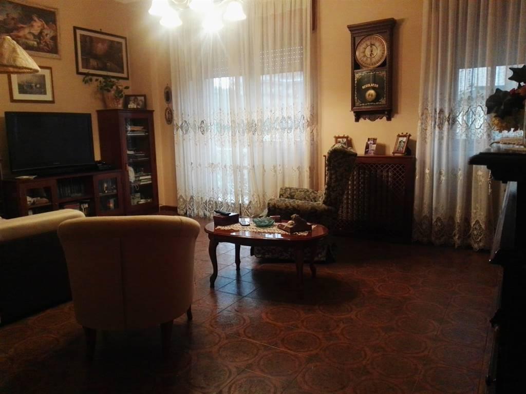 Appartamento in buone condizioni in affitto Rif. 8230580