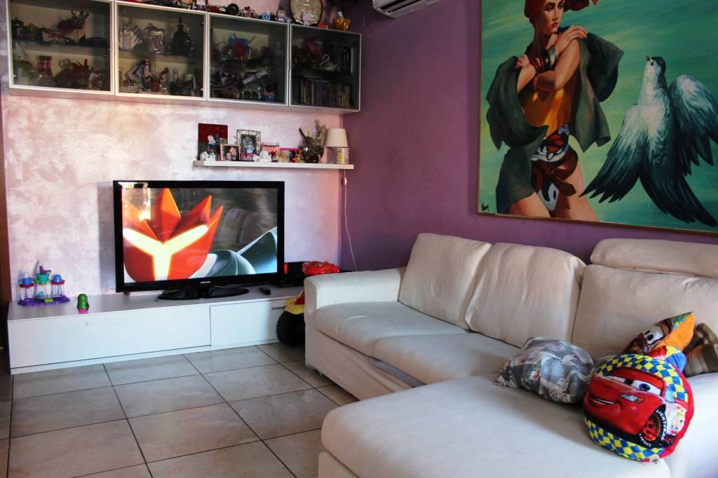 Appartamento in ottime condizioni parzialmente arredato in vendita Rif. 8230463