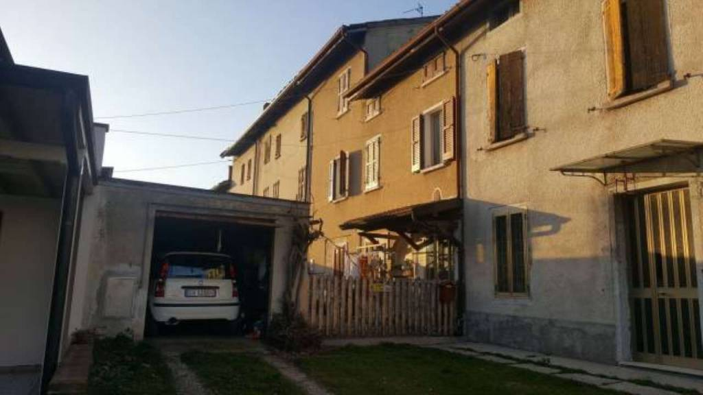 Rustico / Casale in buone condizioni parzialmente arredato in vendita Rif. 8226910