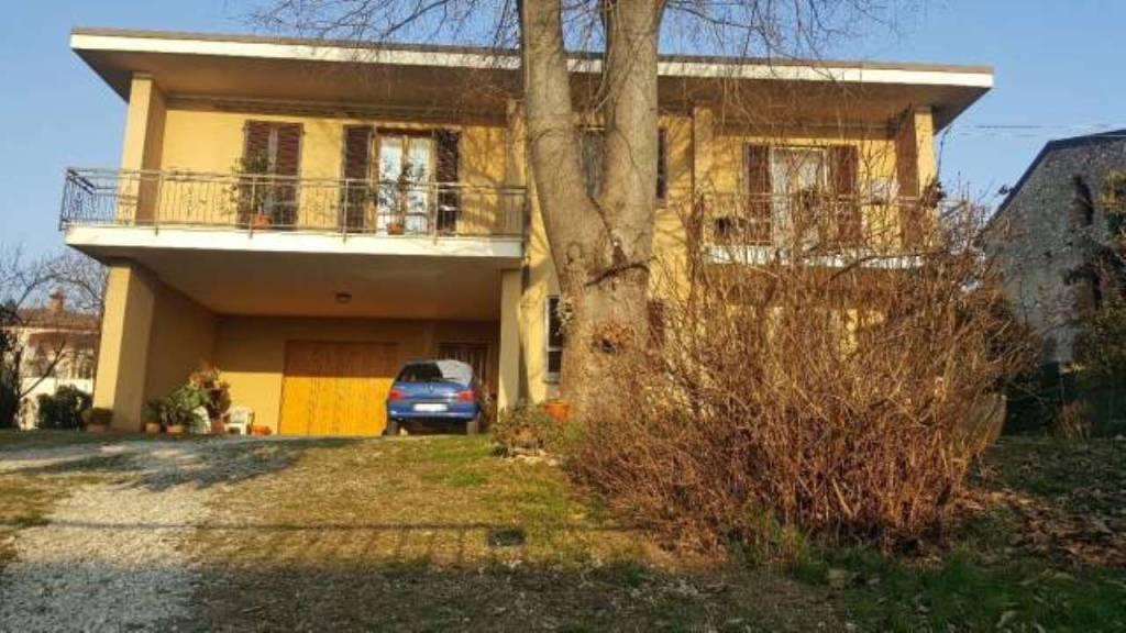 Villa in buone condizioni in vendita Rif. 8226905