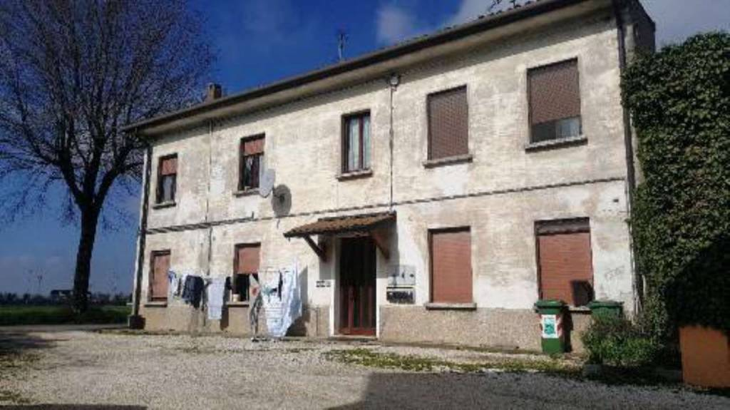Rustico / Casale in buone condizioni in vendita Rif. 8226912