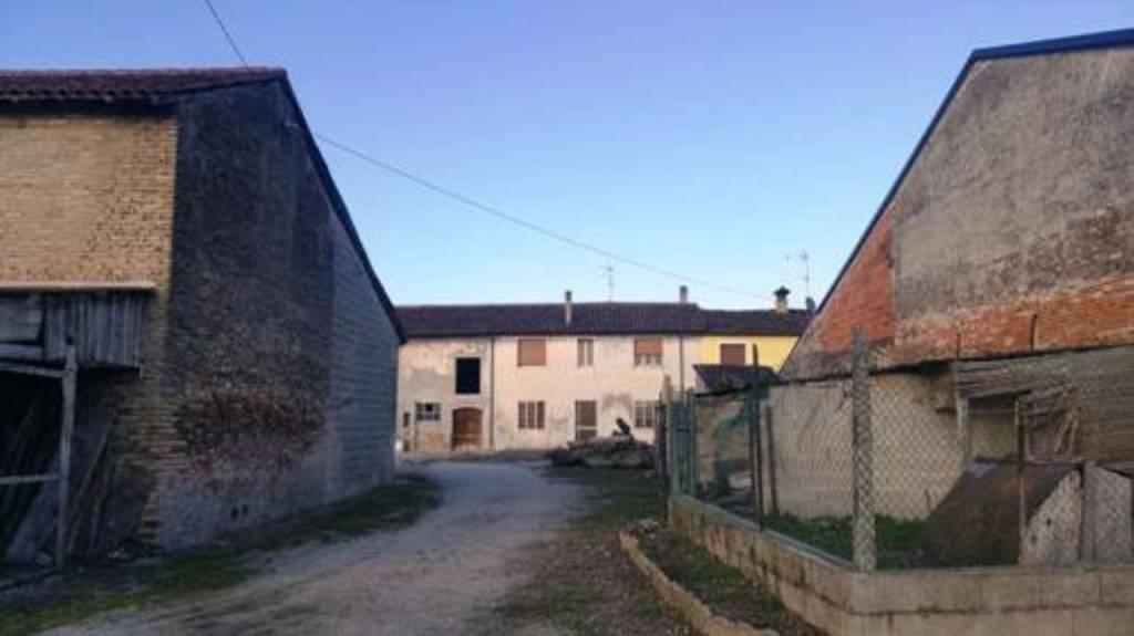 Rustico / Casale da ristrutturare in vendita Rif. 8226911