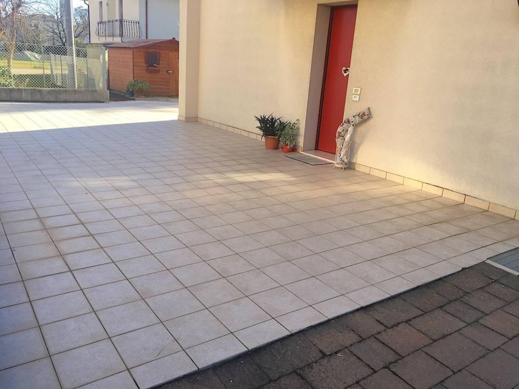 Appartamento in ottime condizioni parzialmente arredato in vendita Rif. 8230333
