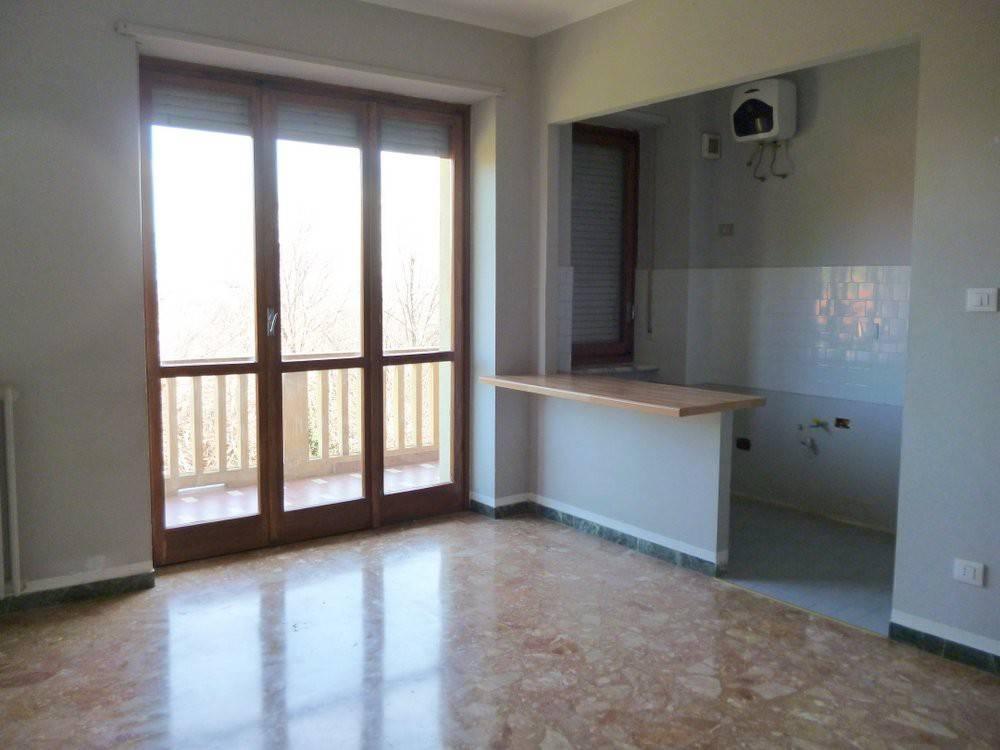 Appartamento in buone condizioni in affitto Rif. 8230598