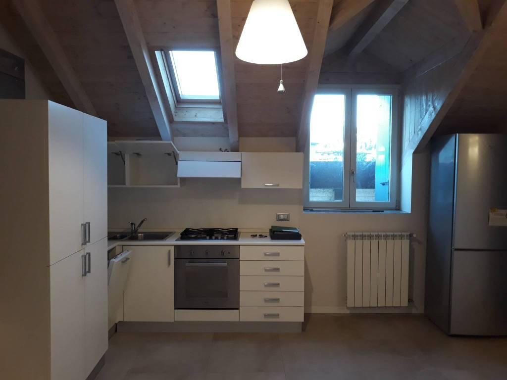 Appartamento in ottime condizioni arredato in affitto Rif. 8231911