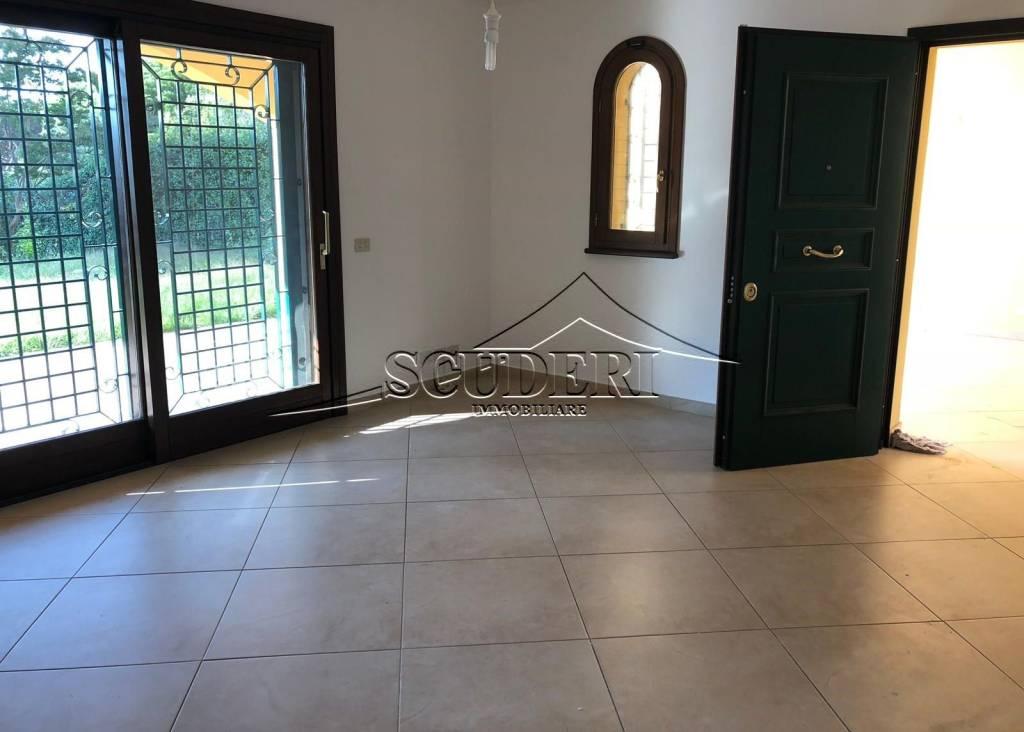 Villa in trifamiliare con giardino, Grottaferrata
