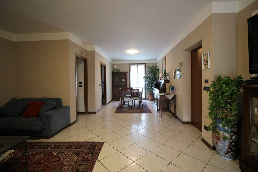 Appartamento in ottime condizioni in vendita Rif. 8228569