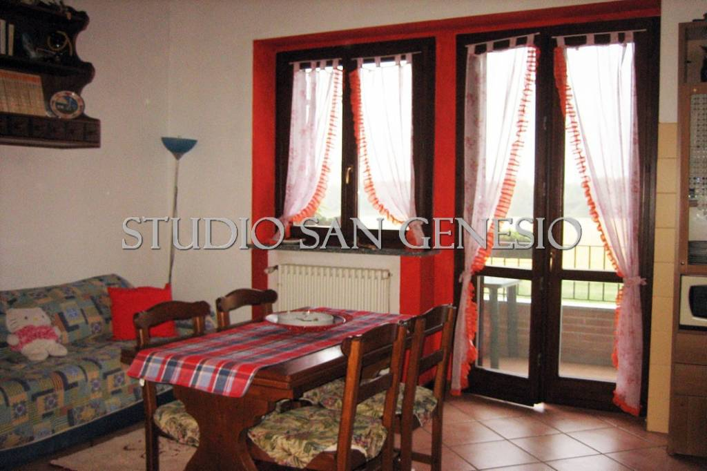 Appartamento in buone condizioni in vendita Rif. 8229667