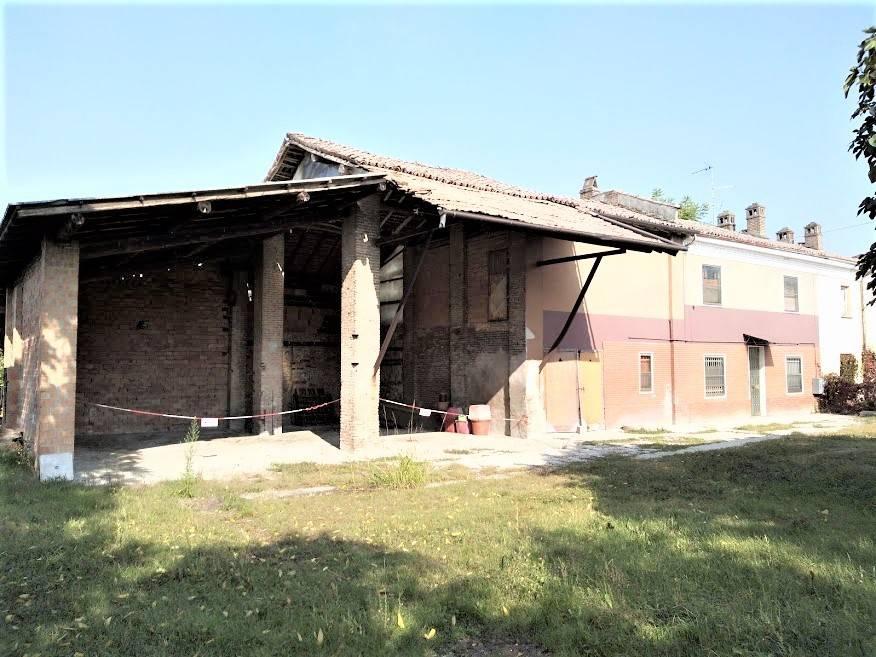 Rustico / Casale in vendita a Lungavilla, 6 locali, prezzo € 59.000   CambioCasa.it