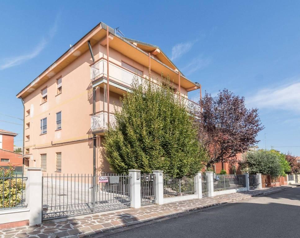 Appartamento in buone condizioni in vendita Rif. 8232111