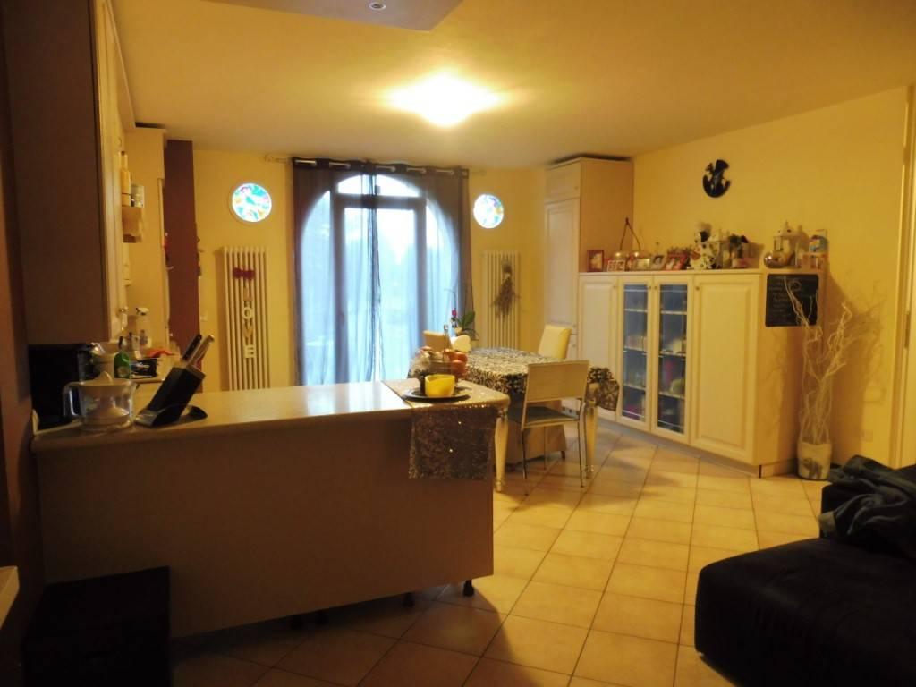 Appartamento in ottime condizioni parzialmente arredato in vendita Rif. 8229275