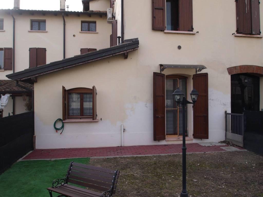 Appartamento in buone condizioni parzialmente arredato in vendita Rif. 8230368