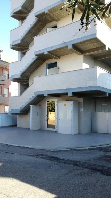 Appartamento in buone condizioni arredato in affitto Rif. 8228414