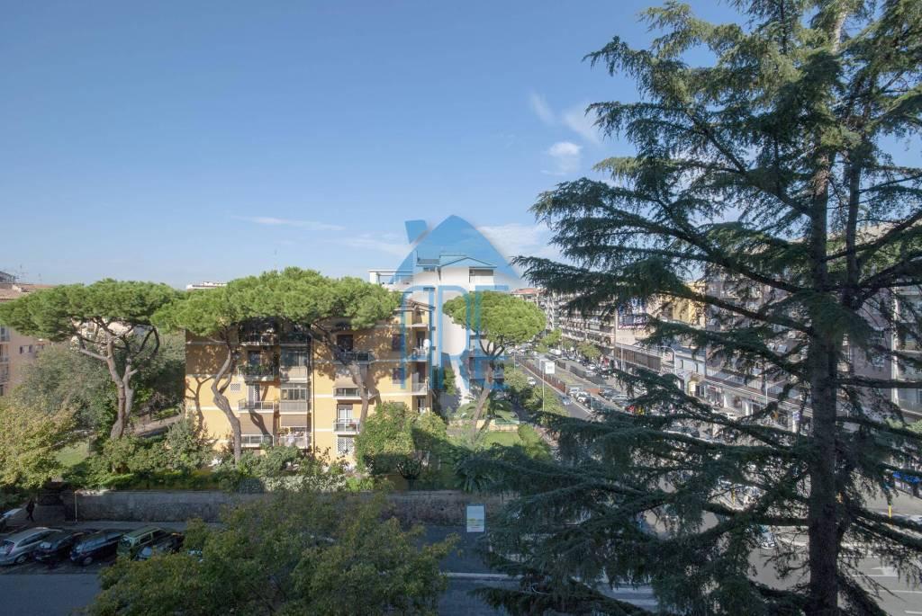 Appartamento in vendita a Roma, 5 locali, zona Zona: 12 . Cinecittà,Don Bosco, Lucrezia Romana, prezzo € 349.000 | CambioCasa.it