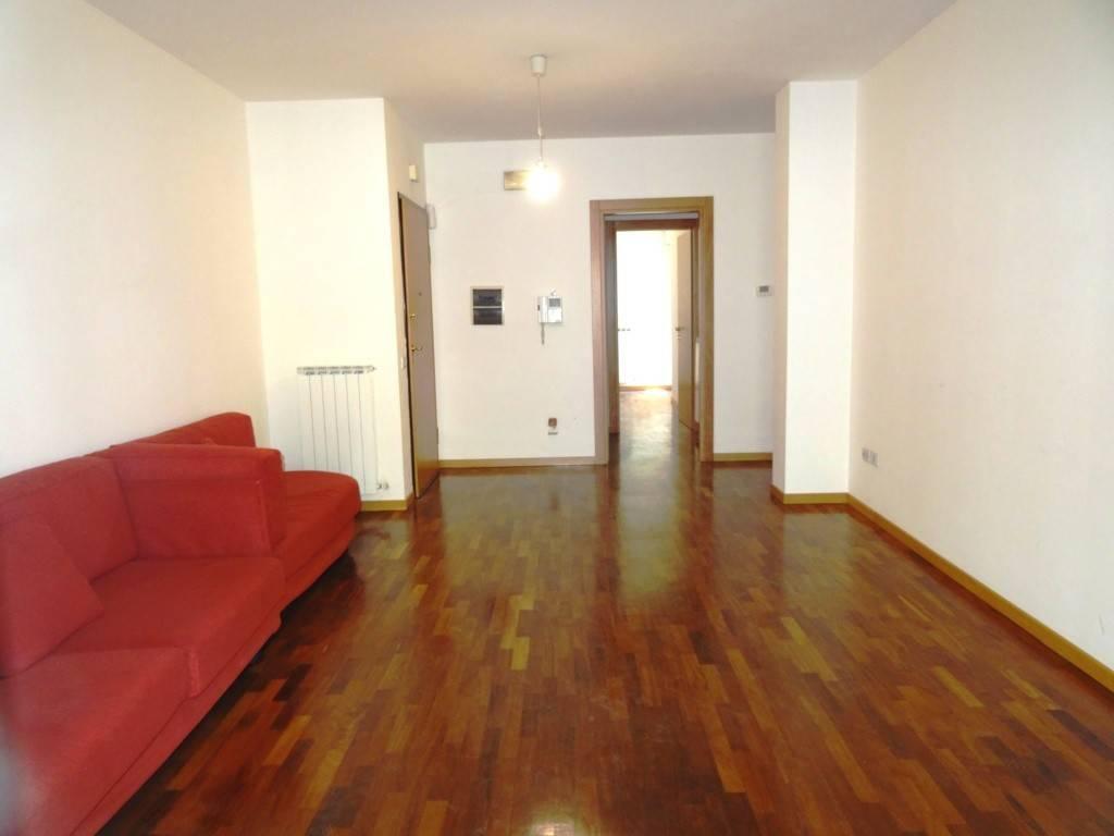 Appartamento in buone condizioni in vendita Rif. 8227011