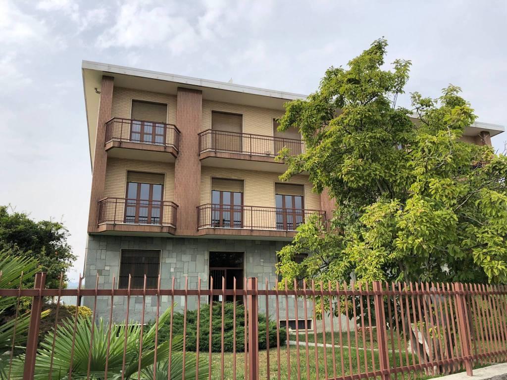 Appartamento in buone condizioni in affitto Rif. 8230653