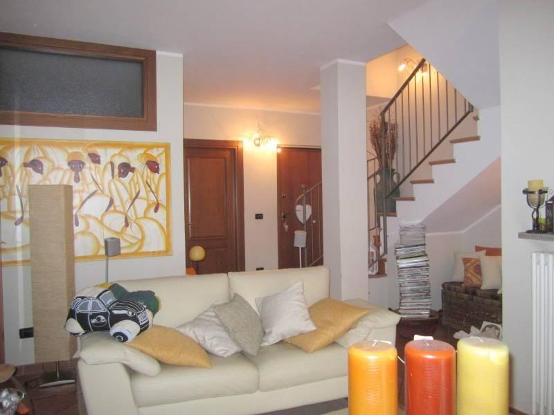 Appartamento in ottime condizioni in affitto Rif. 8229083
