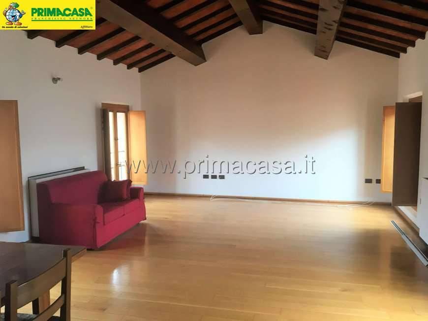Appartamento in ottime condizioni parzialmente arredato in affitto Rif. 8229534