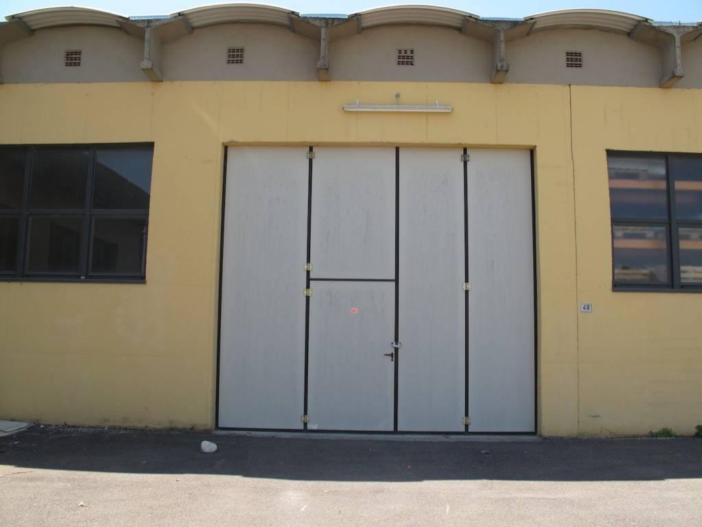 Magazzino - capannone in affitto Rif. 8228393
