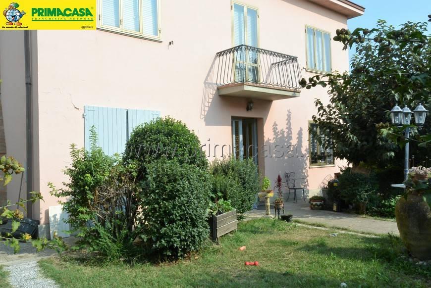 Appartamento in buone condizioni in affitto Rif. 8229535