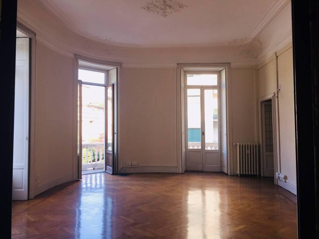 Appartamento in buone condizioni in affitto Rif. 8240942