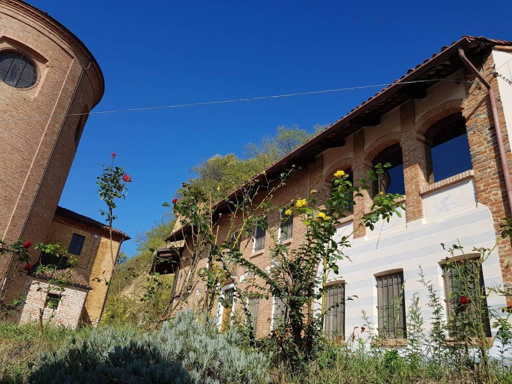 Rustico / Casale in vendita a Santo Stefano Roero, 6 locali, prezzo € 280.000 | CambioCasa.it