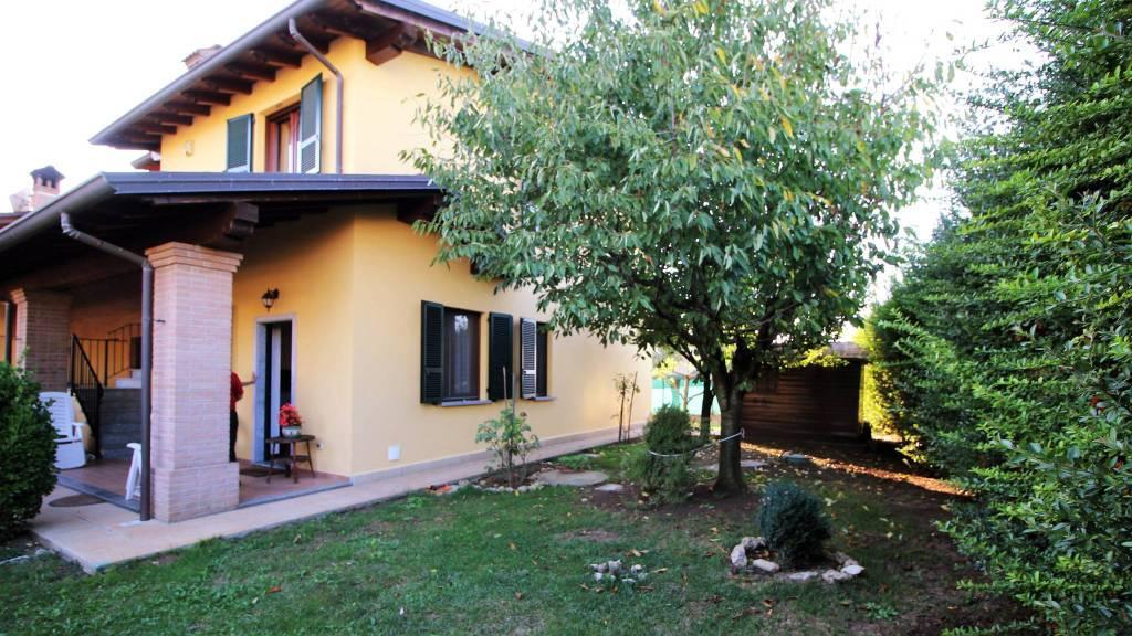 Villa in ottime condizioni in vendita Rif. 8240466