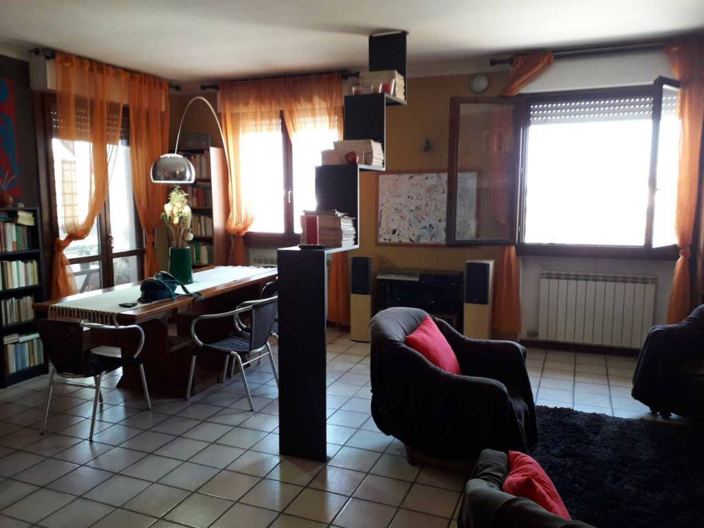 Appartamento in buone condizioni parzialmente arredato in vendita Rif. 8244013