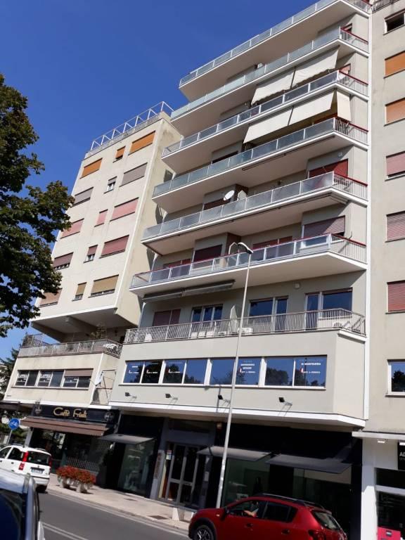Appartamento in buone condizioni in affitto Rif. 8203868