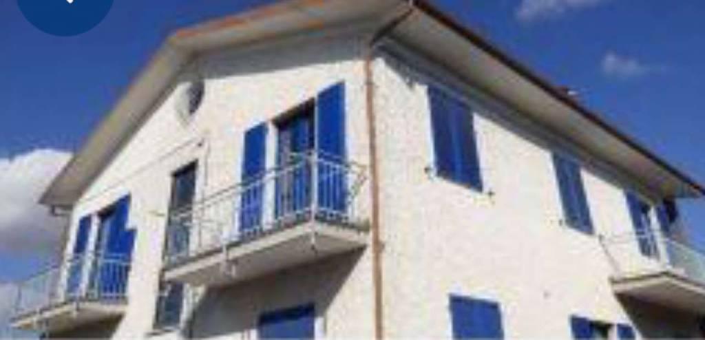 Appartamento in buone condizioni in vendita Rif. 9233051